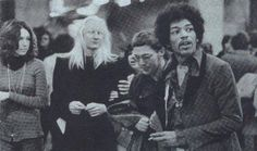 Jimmy Hendrix and Johnny Winter backstage 1969