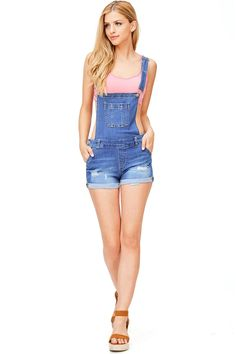 Denim Shorts Overalls W Front Pockets Light Distressing Classic Denim Shortalls Salopette Short, Salopette Jeans, Casual Autumn Outfits Women, Casual Outfits, Hot Shorts, Denim Shorts, Look Rockabilly, Jean Short Overalls, Looks Pinterest
