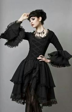 Top Gothic Fashion Tips To Keep You In Style. As trends change, and you age, be willing to alter your style so that you can always look your best. Consistently using good gothic fashion sense can help Moda Steampunk, Steampunk Fashion, Gothic Steampunk, Gothic Mode, Gothic Lolita, Victorian Gothic, Gothic Metal, Gothic Art, Gothic Outfits