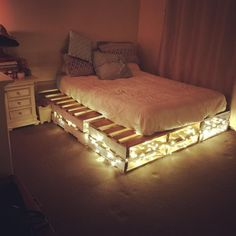 Pallet Furniture For Your Complete Home Sensod Create. Easy To Make And Design Beautiful Pallet Beds Ideas with hidden lights The post Pallet Furniture For Your Complete Home Sensod Create. appeared first on Pallet Diy. Small Apartment Bedrooms, Apartment Bedroom Decor, Diy Bedroom, Girls Bedroom, Childs Bedroom, Design Bedroom, Rustic Teen Bedroom, Night Bedroom, Hippie Bedroom Decor