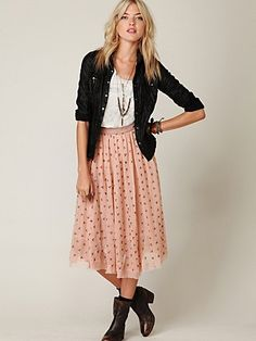I love this. I love light pink with dark colors. Looks like the 90s are making a come back!! yay sheek grunge