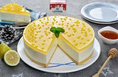 Lemon and honey cheesecake No Cook Desserts, Cheesecakes, Cooking Time, Camembert Cheese, Panna Cotta, Red Velvet, Deserts, Good Food, Food And Drink