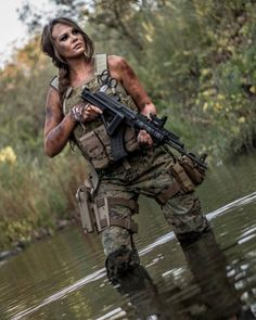 Девушки и оружие Girls and guns ♠️♠️♠️ Fortuna Lady Special force foxy fox The beauty and dangerous ♠️♠️♠️ repost from Pinup, Survival, Military Girl, Military Outfits, Female Soldier, Army Soldier, Warrior Girl, Military Women, Big Guns