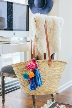 DIY Pom Pom Beach Bag DIY Tassel Beach Bag easy diy project straw beach bag via TheFoxandShe Ibiza Strand, Leather Hobo Bags, Diy Inspiration, Diy Tassel, Basket Bag, Summer Diy, Summer Bags, Easy Diy Projects, Diy Home Decor