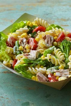 Tuna pasta salad isn't just an throwback. It's a lunchbox staple. Good Healthy Recipes, Healthy Foods To Eat, Healthy Snacks, Healthy Eating, Tuna Salad Pasta, Pasta Salad Recipes, Pasta Meals, Kids Pasta, Healthy Lunches For Work
