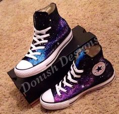 Custom Painted Galaxy Converse Shoes, so want them! these are the best converse ever i want them Galaxy Converse, Mode Converse, Style Converse, Galaxy Shoes, Converse All Star, Converse Sneakers, Converse Shoes High Top, Galaxy Outfit, Converse Tumblr