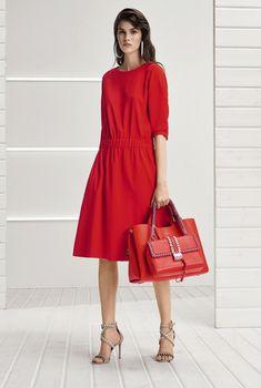 Новая коллекция Boss Hugo Boss весна-лето 2018 Каждый сезон модные дизайнеры радуют модниц по всему миру новыми коллекциями, которые демонстрируют модные тренды наступающего сезона. Не стал исключе…