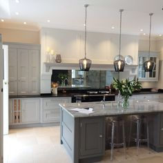 Love this kitchen, especially the mirror. Antique Mirror Splashback in Kitchen Open Plan Kitchen Living Room, Home Decor Kitchen, Country Kitchen, Kitchen Interior, New Kitchen, Awesome Kitchen, Kitchen Island, Shaker Kitchen, Kitchen Splashback Designs