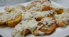 Platanos fritos con queso blanco rallado