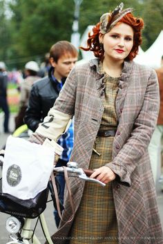 Love this look! The life you live with photography: Tweed ride Lindy Hop, Retro Fashion, Vintage Fashion, Womens Fashion, Tartan, Plaid, Tweed Ride, Burberry, Look Retro