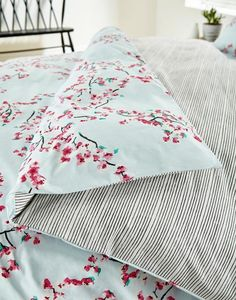 Best Bedding Sets For Couples Linen Bedding, Bedding Sets, Bed Linens, Bedroom Furniture, Bedroom Decor, Bedroom Ideas, Luxury Duvet Covers, Luxury Bedding Collections, Soft Furnishings