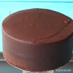 ✶❣✶ VANILLA AND CHOCOLATE CHEESE CAKE. If you're looking for the perfect chocolate cheesecake, look no further! This dessert is a show stopper! Cookies are my jam, but cheesecake is my…View Post Cheesecake Desserts, Chocolate Cheesecake, Chocolate Cookies, Delicious Desserts, Dessert Recipes, Yummy Food, Homemade Chocolate, Chocolate Recipes, Cupcakes