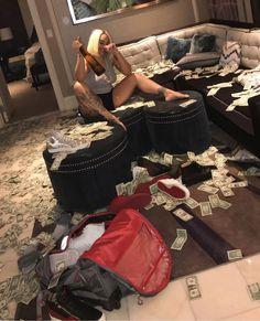 Fille Gangsta, Gangsta Girl, Luxury Lifestyle Fashion, Rich Lifestyle, Estilo Gangster, Money On My Mind, Girly, Sugar Baby, Thug Girl