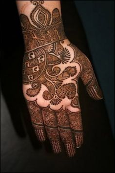 Mehndi designs for hand can be classified into various categories. Every state has a different belief and a different style. However, the most notable ones are the Kashmiri, Mughlai, Rajasthani, Gujarati, and Marwari designs. So, without further delay, lets take a look at the top 31 mehndi designs for hand that you just can't miss.
