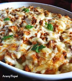 AranyTepsi: Gombás sertésraguval rakott krumpli Meat Recipes, Cake Recipes, Hungarian Recipes, Hungarian Food, Cheeseburger Chowder, Lasagna, Mashed Potatoes, Main Dishes, Bacon