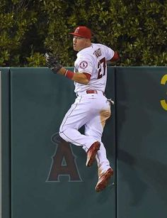 Los Angeles Angels' Mike Trout comes down after making a catch on a ball hit by Seattle Mariners' Je. - (AP Photo/Mark J. Angels Baseball Team, Famous Baseball Players, Sports Baseball, Softball, Mike Trout, Nba Stars, The Outfield, Mlb Teams, Team Photos
