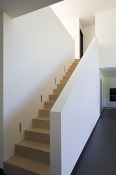 Treppe Wooden Interior Inspirations for Different Rooms in the House - TRENDECORS kragarm Basement Stairs, House Stairs, Wood Stairs, Casa Loft, Modern Apartment Decor, Modern Stairs, Interior Stairs, Interior Railings, House Entrance