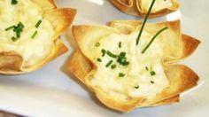 Ingredientes:  - 2 Unidade(s) de pequenas de rolo de massa para pastel (400,00 g)  - 2 1/2 Xícara(s) de leite  - 1 Cubo(s) de caldo de legumes KNORR  - 2 Colher(es) de sopa de amido de milho  - 1 Embalagem de palmito picado  - 1 Colher(es) de sopa de margarina  - cebolinha picada a gosto