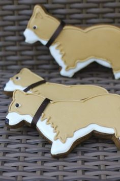 Corgi Dog Cookies~ By Juliet Stallwood Cakes and Biscuits, Tan, white Cat Cookies, Fancy Cookies, Cupcake Cookies, Shortbread Cookies, Cookie Pops, Cookie Frosting, Royal Icing Cookies, Iced Biscuits, Dog Biscuits
