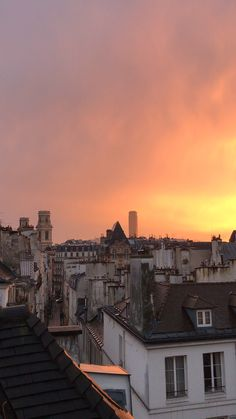 Villa Discover Sunset in Paris . City Aesthetic, Aesthetic Videos, Travel Aesthetic, Paris Photography, Sunset Photography, Travel Photography, Paris Video, Paris Rooftops, Beautiful Places To Travel