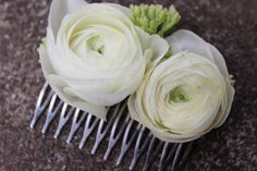 photo by Sophisticated Floral White floral comb with ranunculus and sedum