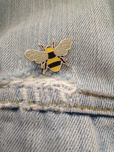 Manchester Worker Bee Emaille Pin Badge von TheManchesterBee