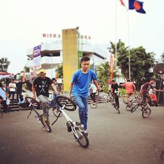 CHOREOGRAPHED BMX SHOW http://streets-united.com/blog/asian-bmx-freestyler/