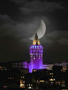 This Pin was discovered by Fil Beautiful Moon, Beautiful Places, Architecture Antique, Istanbul Travel, Istanbul City, Shoot The Moon, Moon Photos, Moon Photography, Dream City