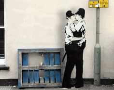 Banksy Gif - Kissing Coppers