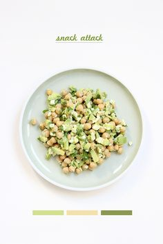 1 Avocado I 1 Frühlingszwiebel I 1ige Stängel Koriander I 1 großzügiger Schuss Olivenöl I 1 wenig Zitronensaft I 1 Feta I 1 Glas Kichererbsen      Avocado und Feta klein würfeln. Die Frühlingszwiebel-Vorderstange klein hacken. Korianderblätter von den Stängeln entfernen und klein zupfen. Die Kichererbsen abtropfen lassen. Alles vermengen. Zitronensaft und Öl drüber. Kurz durchrühren. Fertig. Lecker.