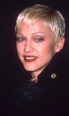 Madonna Opted For A Short Blonde Pixie Crop Hairstyle During The 1993 Pixie Hairstyles, Short Hairstyles For Women, Celebrity Hairstyles, Cool Hairstyles, Short Cropped Hairstyles, Haircuts, Madonna Hair, Madonna Looks, Hair Styles 2016