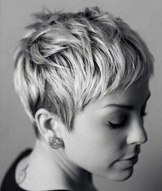 50 Pixie Haircuts You'll See Trending in 2019 pixie cut haircuts thin hair - Thin Hair Cuts Thin Hair Cuts, Medium Hair Cuts, Short Hair Cuts For Women, Straight Hair, Short Pixie Haircuts, Pixie Hairstyles, Blonde Pixie Haircut, Haircut Short, Brunette Pixie