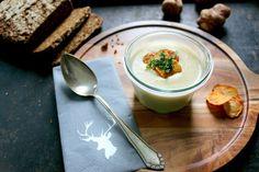 Warum immer nur Kartoffeln? - Heute gibt es eine herbstliche Topinambur-Suppe