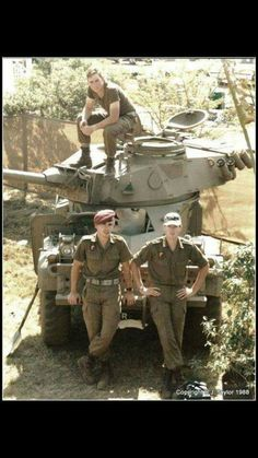 SADF Eland 90 with crew during South African Border War. Super Tank, Military Training, Defence Force, Military Equipment, Modern Warfare, African History, Vietnam War, Military History, World War Two