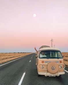 Drive with love. ✌🏼 I had to jump out of the van to capture this beautiful Outback sky a couple of weeks ago. Beach Aesthetic, Summer Aesthetic, Retro Aesthetic, Travel Aesthetic, Photo Wall Collage, Picture Wall, Wolkswagen Van, Volkswagen, Vw Camping