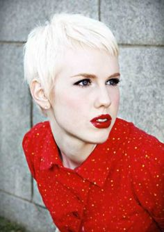 Blonde with red lips ♥ blonde pixie hair, platinum blonde pixie, shor Blonde Pixie Hair, Short Blonde, Girl Short Hair, Haircuts For Curly Hair, Haircut For Thick Hair, Curly Hair Styles, Pixie Styles, Short Hair Cuts For Women, Short Hairstyles For Women