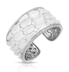 "Italian for ""Crocodile"", Coccodrillo by Belle Étoile transforms the sleek power of its namesake into trendy and luxurious jewelry. Our 925 sterling silver is expertly crafted into ridges that mimic the sensual texture of crocodile skin. Exotic and chic, Coccodrillo is luxury redefined."