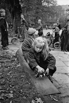 Rollschuhfahren im Hammer Park, Foto Germin 1957