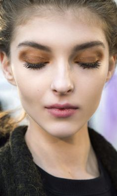 Who saysyou can't wear beauty looks straight off the runways?From moody lips to glittery lids,take a peek atour favoritemakeup trends for fall 2016 AND learn how to do them.