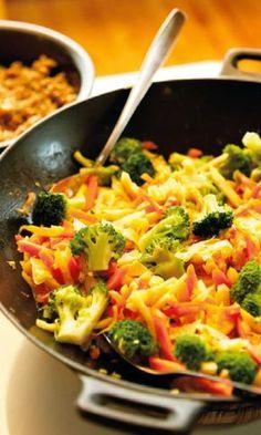 Inkivääri-kasvisvokki | Maku Food N, Food And Drink, Feta, Yummy Food, Tasty, Delicious Recipes, Snacks Für Party, I Love Food, Vegetable Recipes