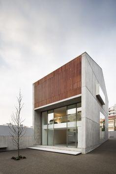 Haus von AZO Sequeira Arquitectos in Porto / Boden, Wand, Linie - Architektur und Architekten - News / Meldungen / Nachrichten - BauNetz.de