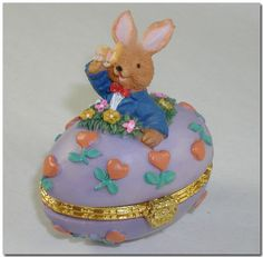 EASTER BUNNY RABBIT WEARING SUIT BOW TIE WITH BUTTERFLY ON HEAD OPENING CLAY EGG