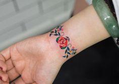 Floral Heart Bracelet on Girl's Wrist   Best tattoo ideas & designs