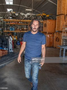 Keanu Reeves' Style Evolution, From Grunge Heartthrob To Ageless Wonder – Celebrities Woman Keanu Reeves House, Keanu Reeves John Wick, Keanu Charles Reeves, Keanu Reaves, Star Wars, Hollywood, Gorgeous Men, Bad Boys, Actors & Actresses