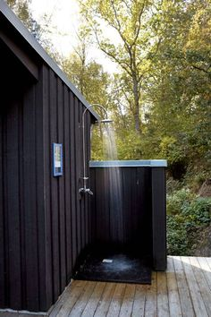Outdoor Shower and Bathroom Design Ideas 2019 Outdoor Bathroom Ideas View In Gal… - Modern Indoor Outdoor Bathroom, Outdoor Baths, Outside Showers, Outdoor Showers, Camping Toilet, Camper Awnings, Popup Camper, Bathroom Design Inspiration, Design Ideas
