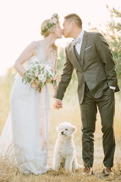 Dreamy, Romantic Golden Hour couple portraits with their puppy dog poochie! Pics by Retrospect Images http://www.confettidaydreams.com/golden-hour-couple-portraits/
