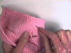 Knitting Patterns Arm How to Repair a Moth Hole in a Sweater Chunky Knitting Patterns, Crochet Patterns, Coat Patterns, Clothing Patterns, How To Purl Knit, Knitting Videos, Darning, Sewing Clothes, Drops Design