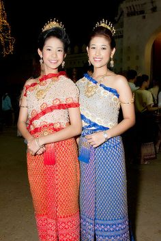 Hello all, Today I will talk a bit about the general costume of Southeast Asia. The map above shows the ethnic makeup of all of Mainlan. Traditional Wedding Attire, Thai Traditional Dress, Traditional Fashion, Traditional Outfits, Thai Fashion, Oriental Fashion, Oriental Style, Thai Style, Asian Style