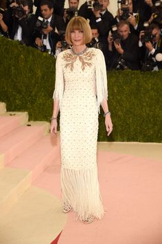 Vogue - Met Gala 2016: Fashion - Live from the Red Carpet - Anna Wintour in Chanel Haute Couture