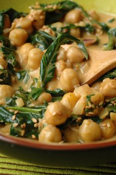 Alors là c'est la meilleure trouvaille… Chickpea curry with spinach. So there it is the best find I made, thanks to my sister! omega fiber, protein, all in a vegetarian dish and SUPER GOOD! Veggie Recipes, Indian Food Recipes, Vegetarian Recipes, Spinach Recipes, Healthy Cooking, Healthy Eating, Cooking Recipes, Healthy Food, Curries